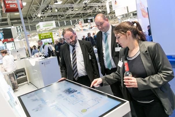 Anhand des Touchtables wird der Multi-ReUse-Forschungsansatz visuell und interaktiv vermittelt.