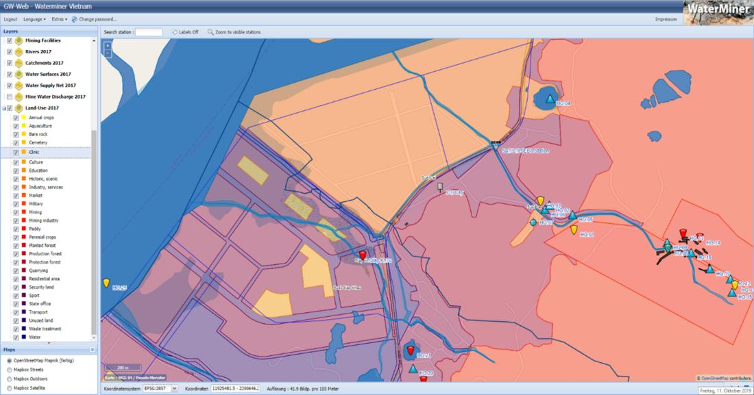 Screenshot aus der Software GW-Web mit einem Kartenausschnitt im Hauptfenster (rechts) und einem Fenster mit den vorhanden Daten und Symbolen links daneben.