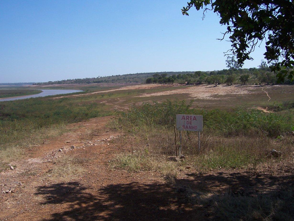 São Francisco Fluss bei Niedrigwasser, stromaufwärts des Três Marias Staudamms, Brasilien