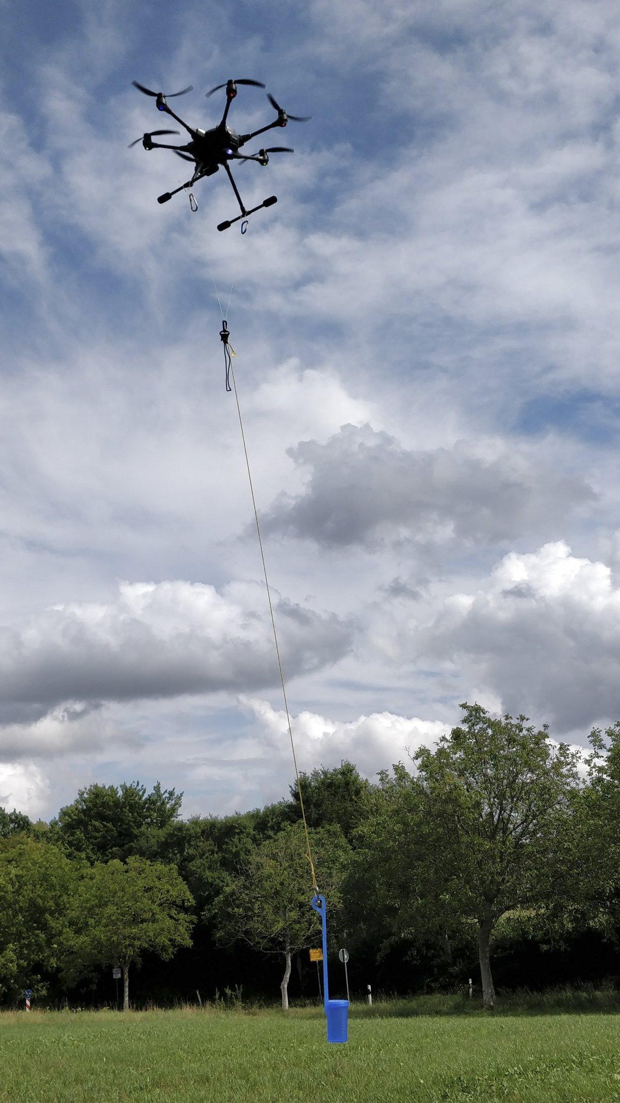 Probenahmeeinheit für Wasserproben, montiert an Drohne