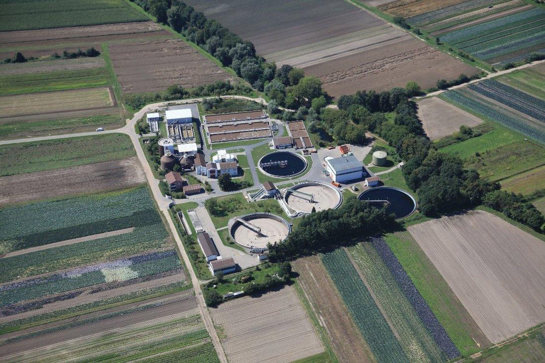 Das Bild zeigt die Luftaufnahme der Kläranlage Griesheim