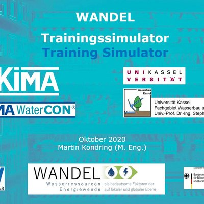 """Zu sehen ist ein Schaubild mit dem Titel """"WANDEL Trainingssimulator"""". Das Schaubild zeigt vor einem blauen Hintergrund die Logos aller beteiligten Projektpartner: KIMA, Universität Kassel, LEW Wasserkraft, GRoW, WANDEL und BMBF."""