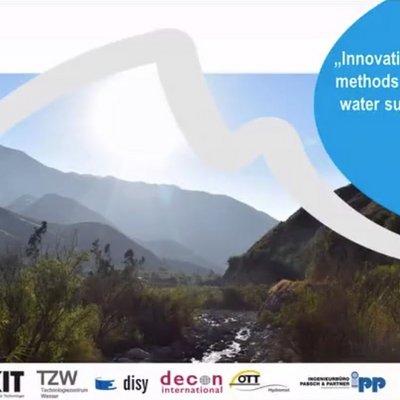 Titelfolie der Präsentation: Andenlandschaft mit TRUST-Logo sowie Logos der Projektpartner. Beschriftung: Innovative risk management methods and application to a water supply in the Peruvian Andes. Thilo Fischer.